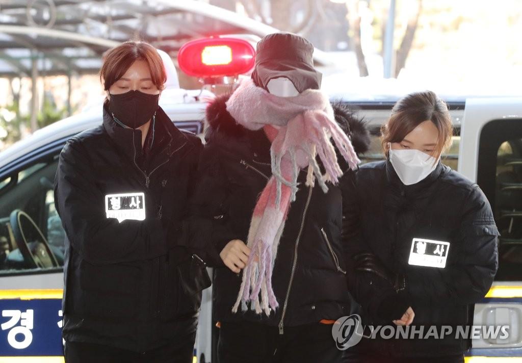 """'집행유예 중 마약' 황하나 첫 재판…""""공소사실 부인"""""""