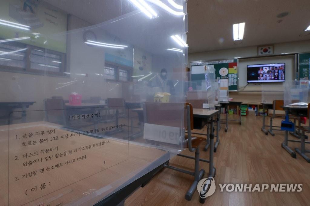학생·교직원 확진자 2천명 육박…신학기 등교 수업 시험대에