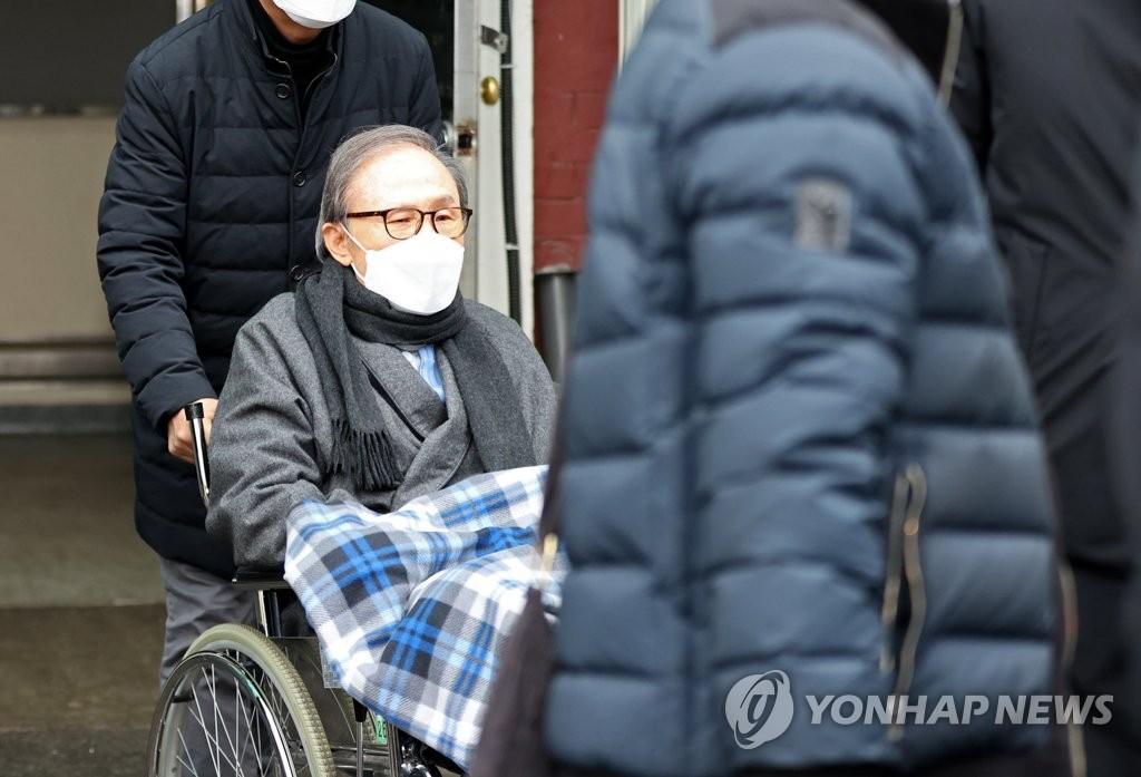 '교도소 수감' 이명박 전 대통령, 진료차 서울대병원 입원