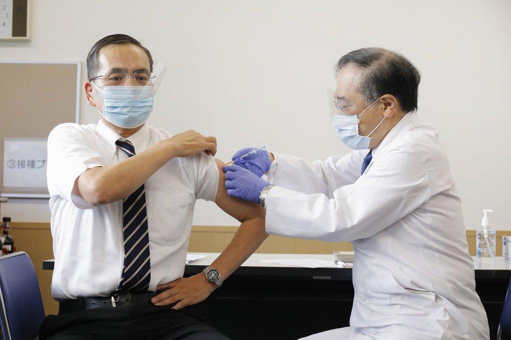 일본, 3천600만명 고령자 대상 코로나19 백신 접종 시작