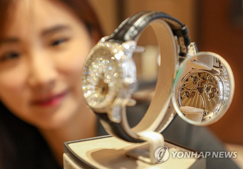 한국의 지독한 명품 사랑…코로나에도 15조원 '펑펑'
