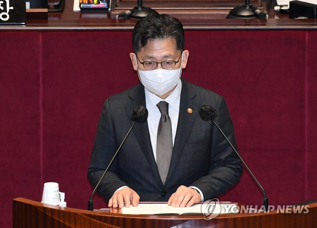 """김현수 장관, '아들 자소서' 대필지시 의혹…""""무혐의 받은 사안"""""""
