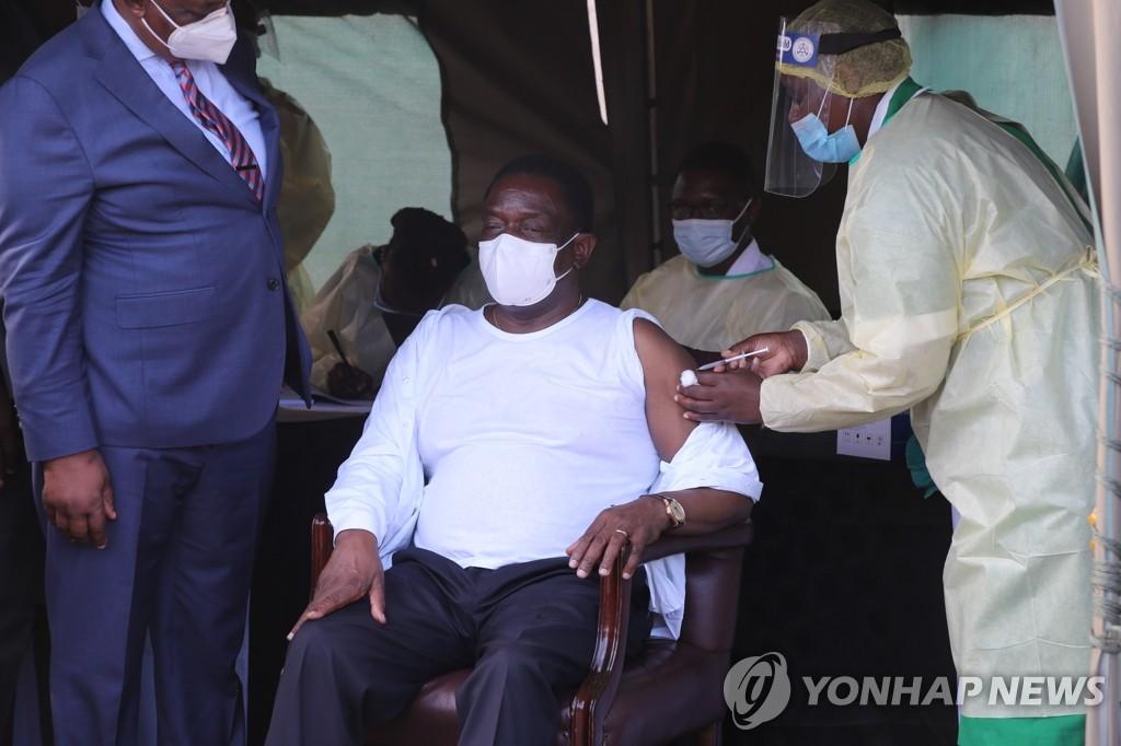 """""""중국, 7월 이전 서방 백신 승인할 듯…1순위는 화이자"""""""