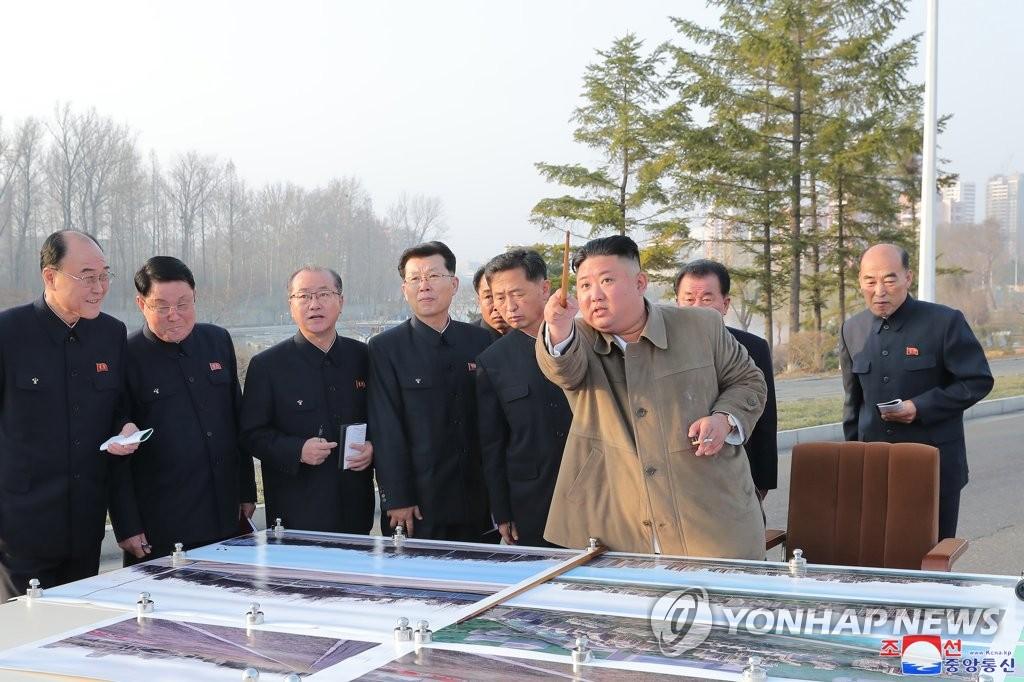 김정은, 6일만에 또 평양 주택건설 현장 시찰…'민생 챙기기'