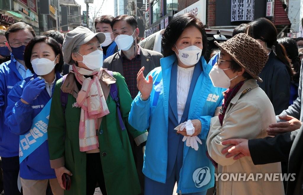 박영선, 결식이웃 도시락 봉사…양천·강서 집중 유세