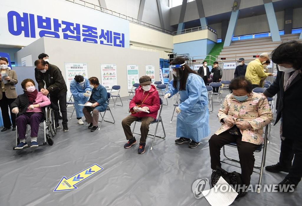 """손주 걱정에 코로나19 백신 맞은 80대…""""주사? 멀쩡해요"""""""