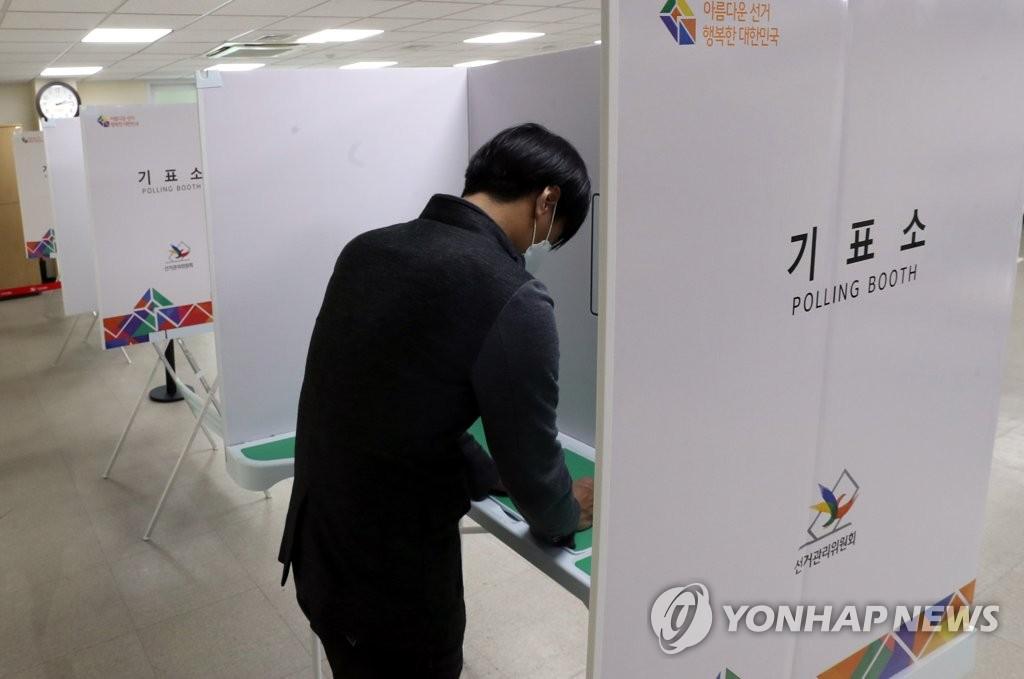 4·7 재보선 사전투표, 서울·부산서 일제히 시작