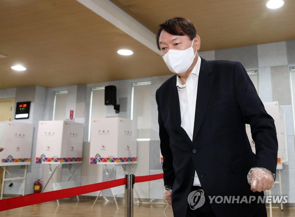 尹, '사면 혼선' 국힘과 거리두기?…김종인 손 잡을까