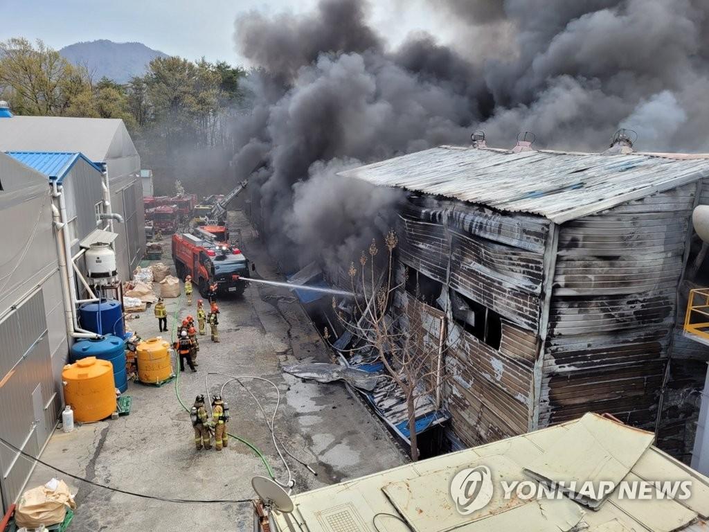울주군 폐섬유 가공업체서 불…1명 부상