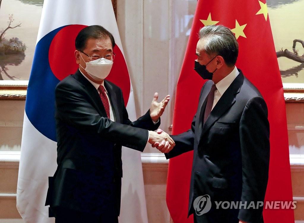 한중 외교장관 '양국관계 발전·한반도 평화프로세스' 공감대