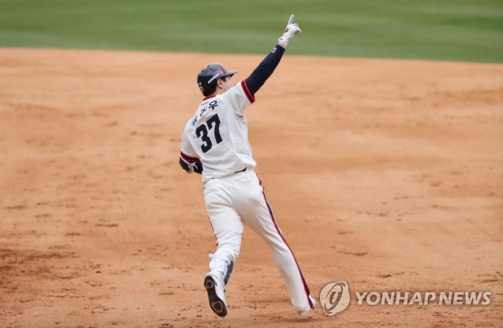 김재환·박건우 '쾅·쾅'…두산 2연승, 삼성 3연패
