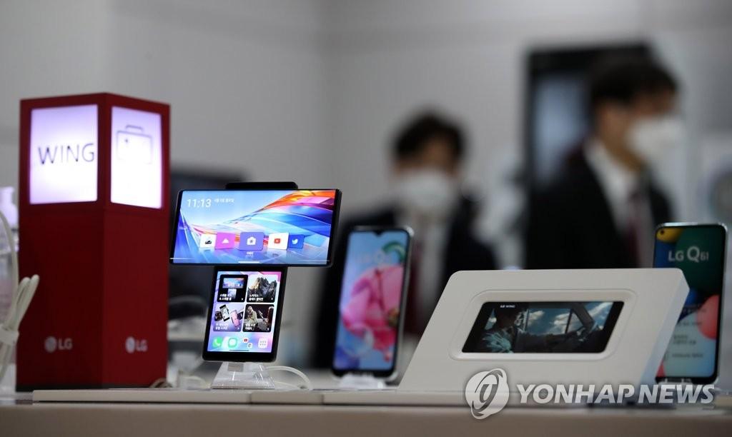LG폰 북미 빈자리는 모토로라가 차지?…삼성 A시리즈로 대응