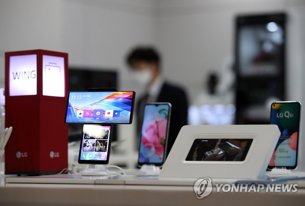 LG 휴대폰 사업 철수에 직원 3천700명 인력 재배치