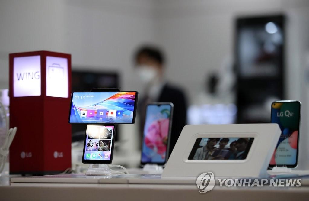 LGU+ 직원들,아이폰 쓸 수 있다…LG폰 철수에 iOS용 업무앱 개발