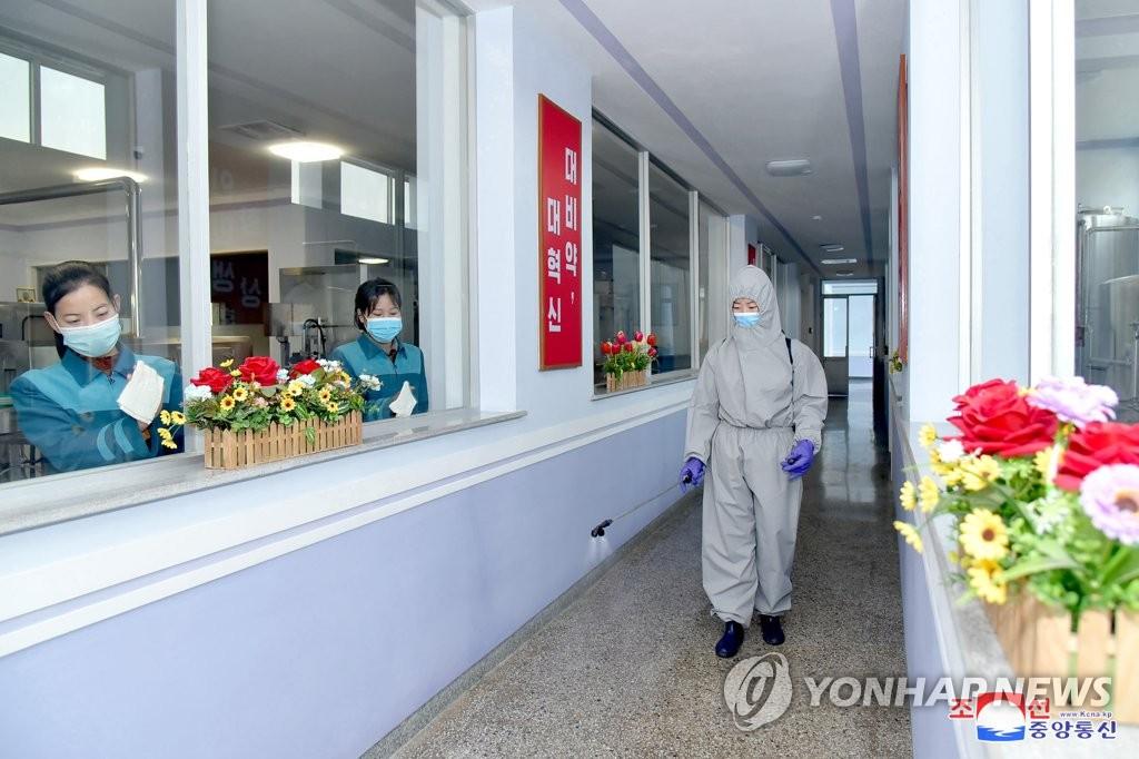 """북한, 경제활동 활발한 봄철 방역 고삐…""""장기화 빈틈 경계"""""""