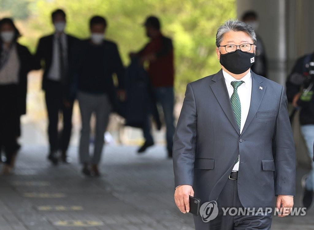 """'불법 집회' 조원진 """"김정은 사진 태워 고발당한 것"""""""