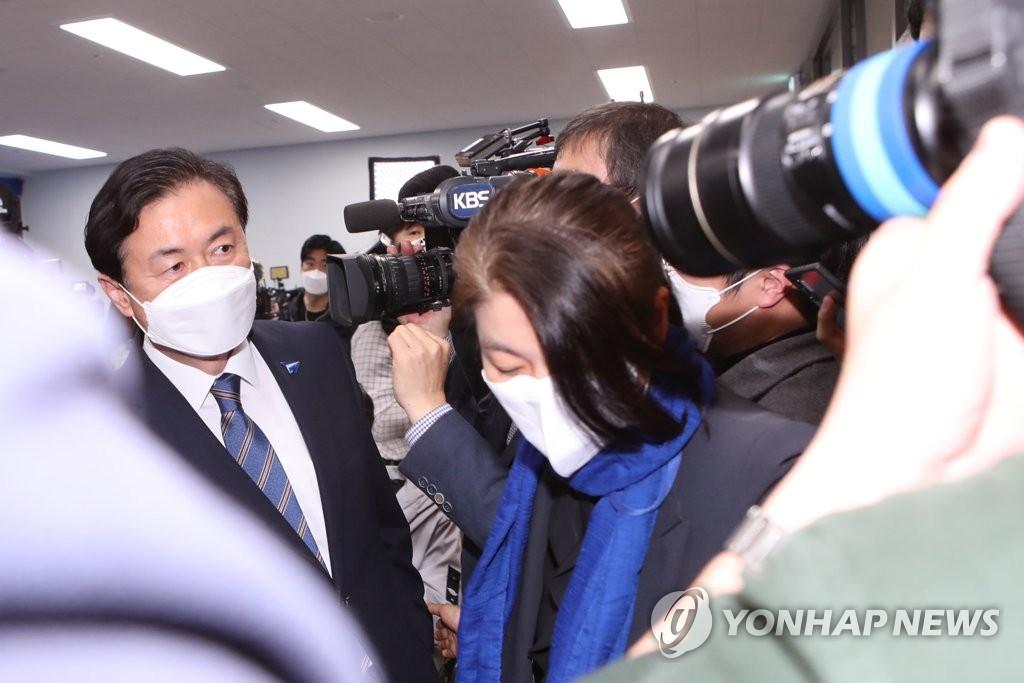 침통한 분위기 김영춘 선대위…후보는 말없이 퇴장
