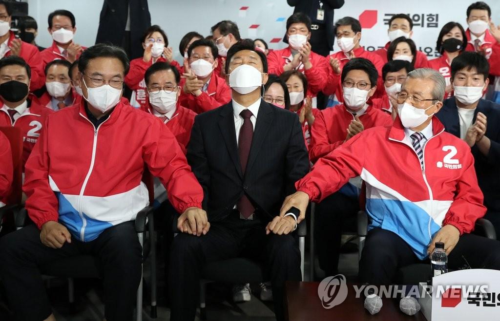 野, 서울·부산시장 선거 압승…정권교체의 희망 품다
