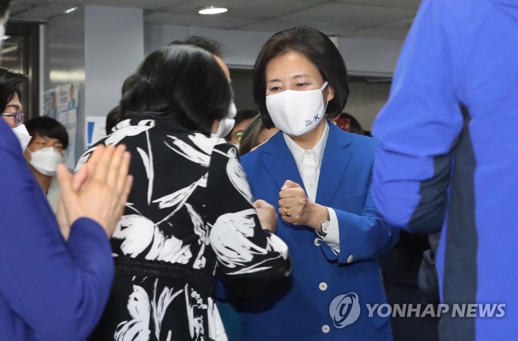 """캠프 찾은 박영선, 애써 '담담'…""""좌절 말고 대선준비하자""""(종합)"""