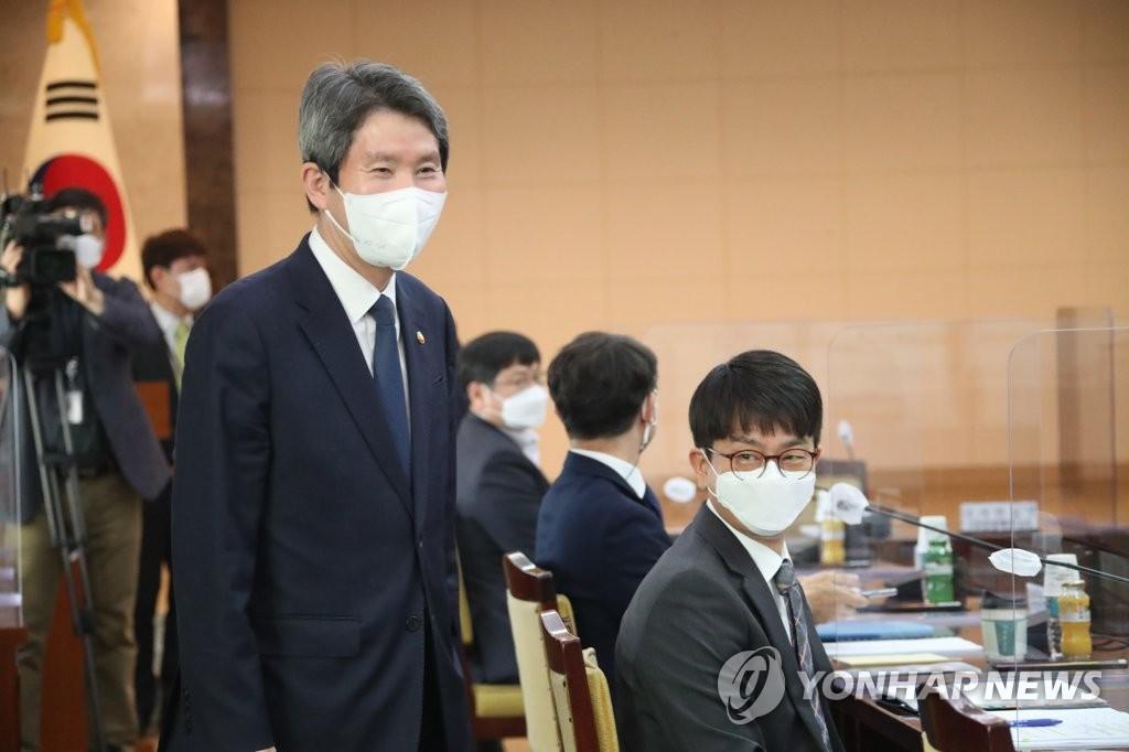 """이인영 """"한반도 정세 전환 모멘텀 만들것""""…DMZ비마교 복구 지원(종합)"""