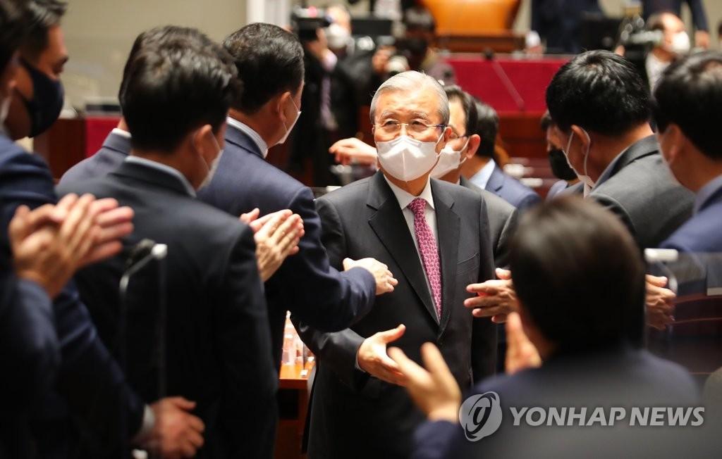 """김종인 """"윤석열, 만나보고 대통령감이면 도울 수도"""""""