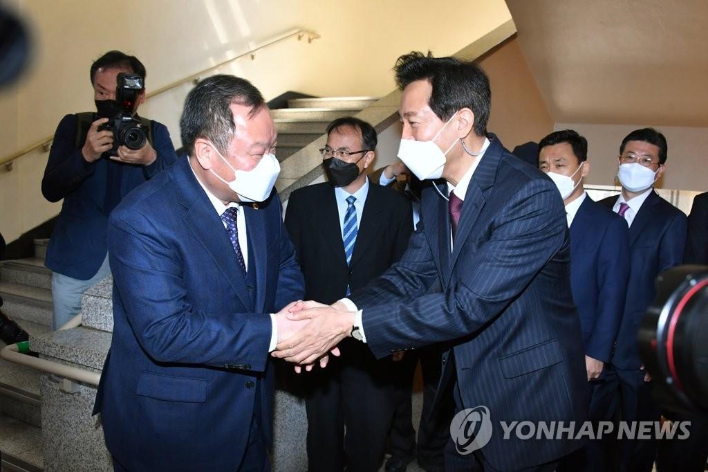서울시의장, 오세훈 시장에게 '유치원 무상급식' 제안