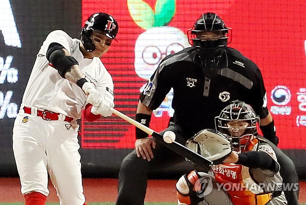 추신수, 홈런으로 첫 안타 신고+동점타…SSG, 한화에 역전승