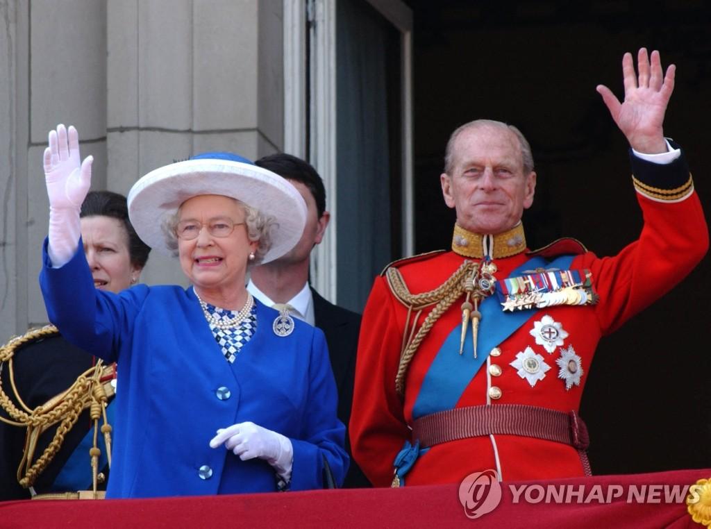 """""""영국 여왕 '남편 죽음으로 큰 구멍이 생겼다'"""""""