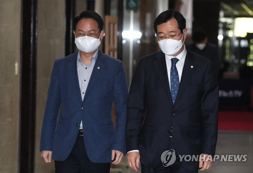 """'당원' 요구에 최고위원 경선룰 급변경…""""도로 친문"""" 우려도"""