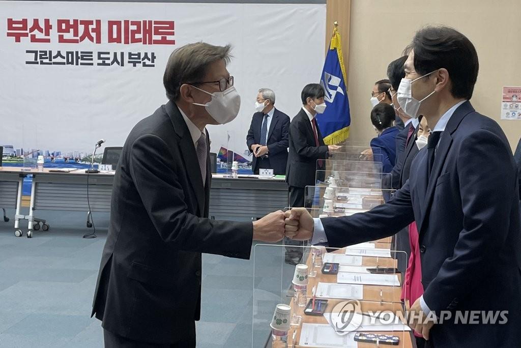 부산 경제부시장 내부 발탁…경제특보엔 경선 경쟁자 임명(종합)