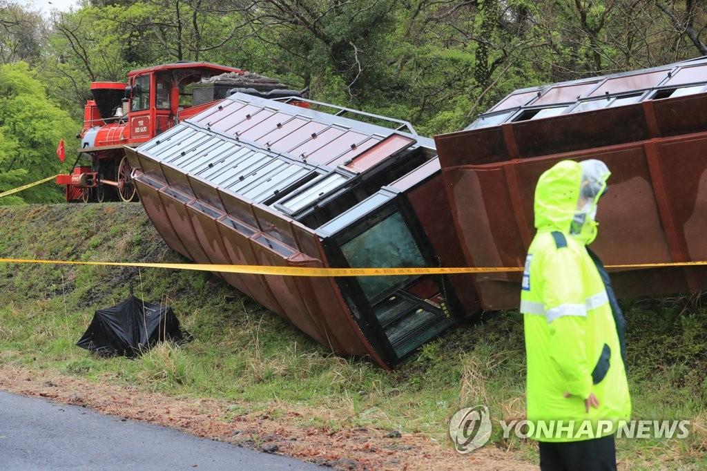 제주 에코랜드서 관광 기차 전도…37명 중경상(종합2보)