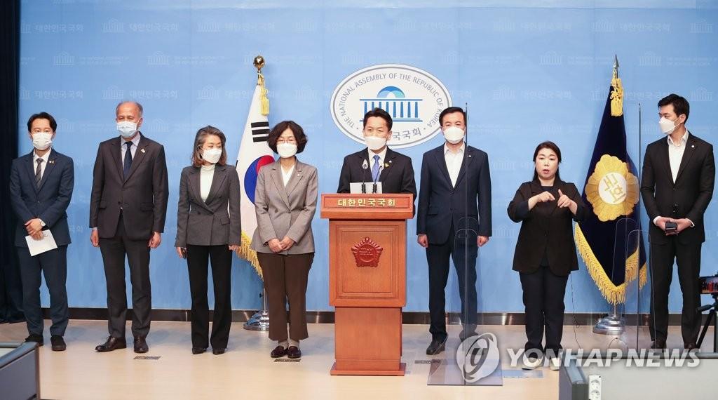 與, 인적쇄신 논란 증폭…'친문 입김' 우려 확산(종합)