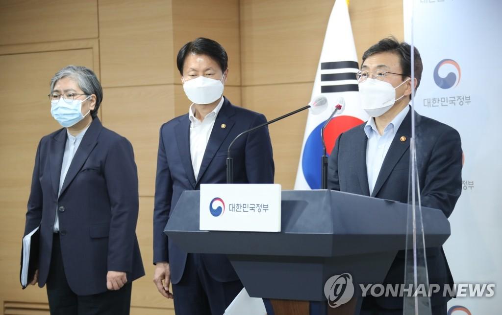 오늘도 500명대 예상…4차유행속 정부-서울시 방역갈등 변수되나