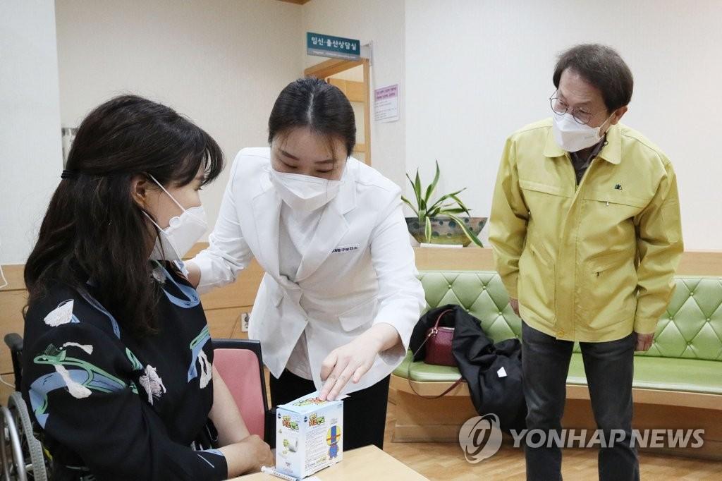"""조희연 """"거리두기 상향되면 매일 등교 안 돼…조정할 것""""(종합)"""