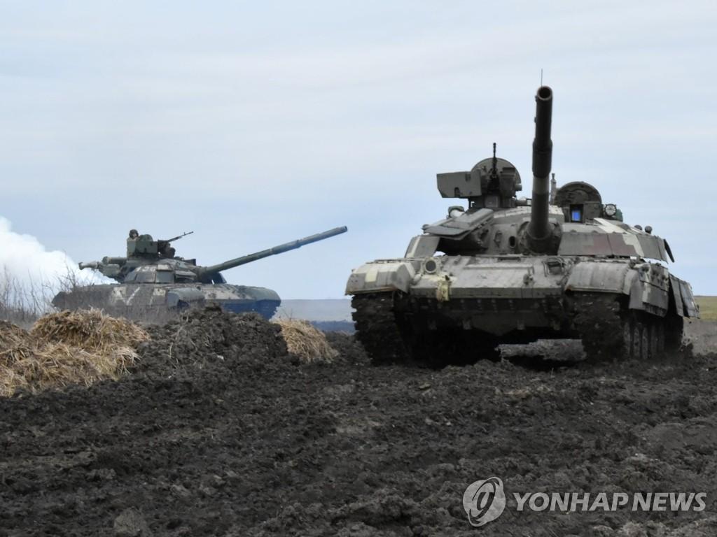 바이든, 러 '군사 침공' 우려 우크라이나에 무기 보내나