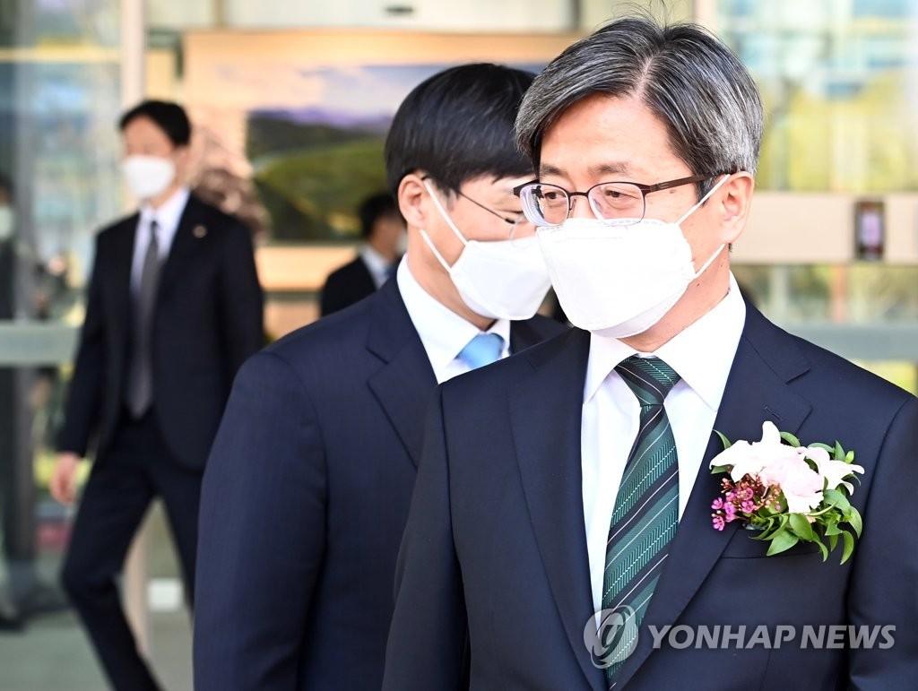"""김명수 """"국민의 정서적 아픔·상처 보듬는 게 좋은 재판""""(종합)"""