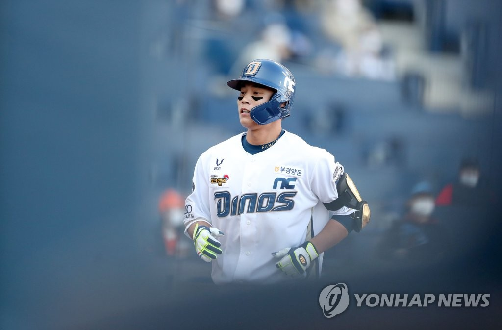 투수→수술→군대→내야수…먼 길 돌아 빛 보는 NC 박준영