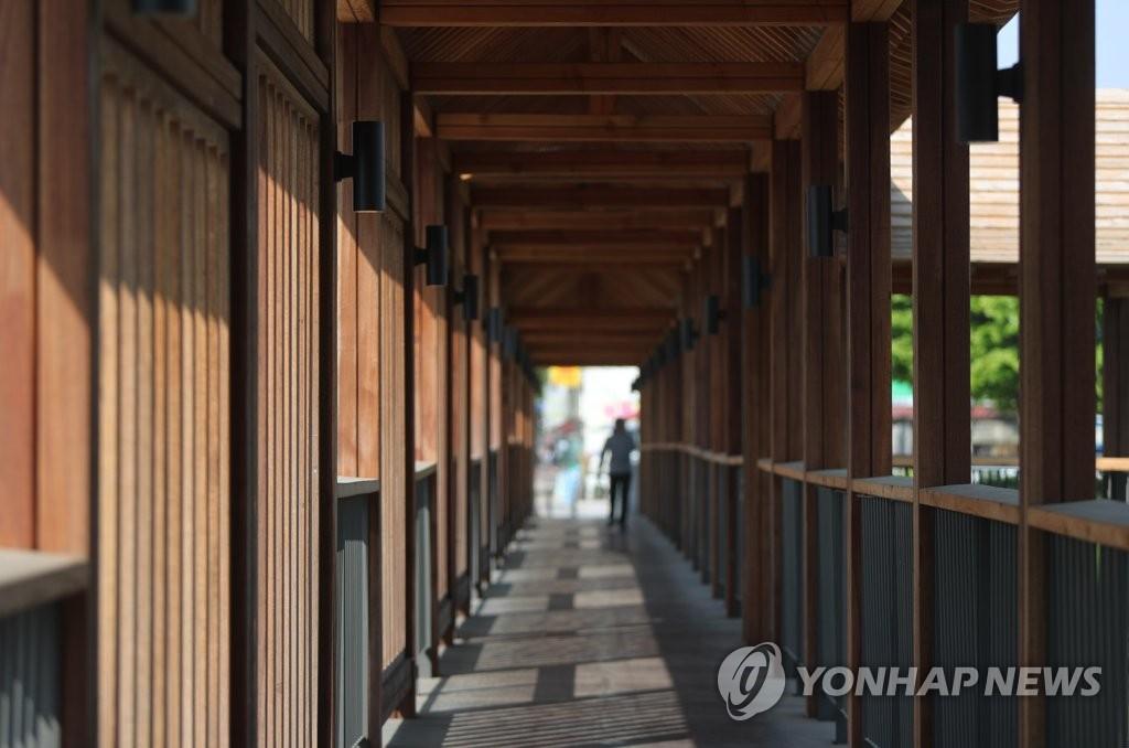 """'왜색 논란' 전주 우림교 결국 고치기로…""""예산 낭비 불가피"""""""