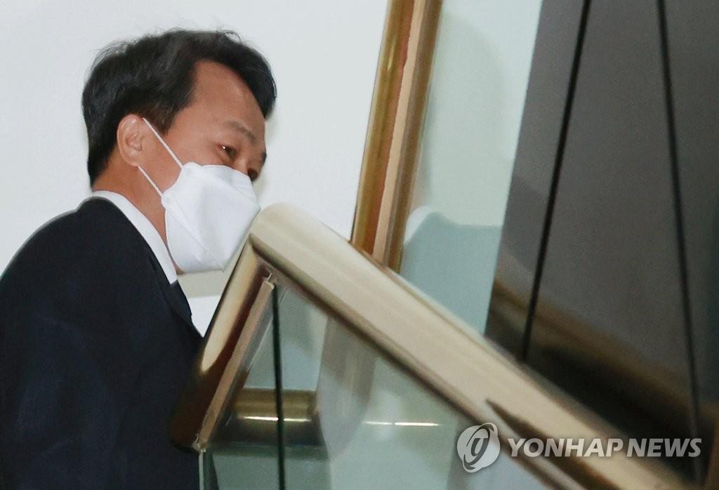 라임사태 제재심, 신한은행장 '주의적 경고' 징계…한단계 감경