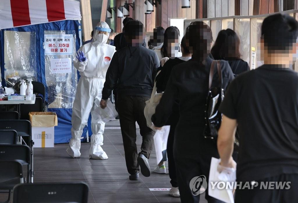 [1보] 코로나19 어제 797명 신규확진, 106일만에 최다…연일 기록 경신