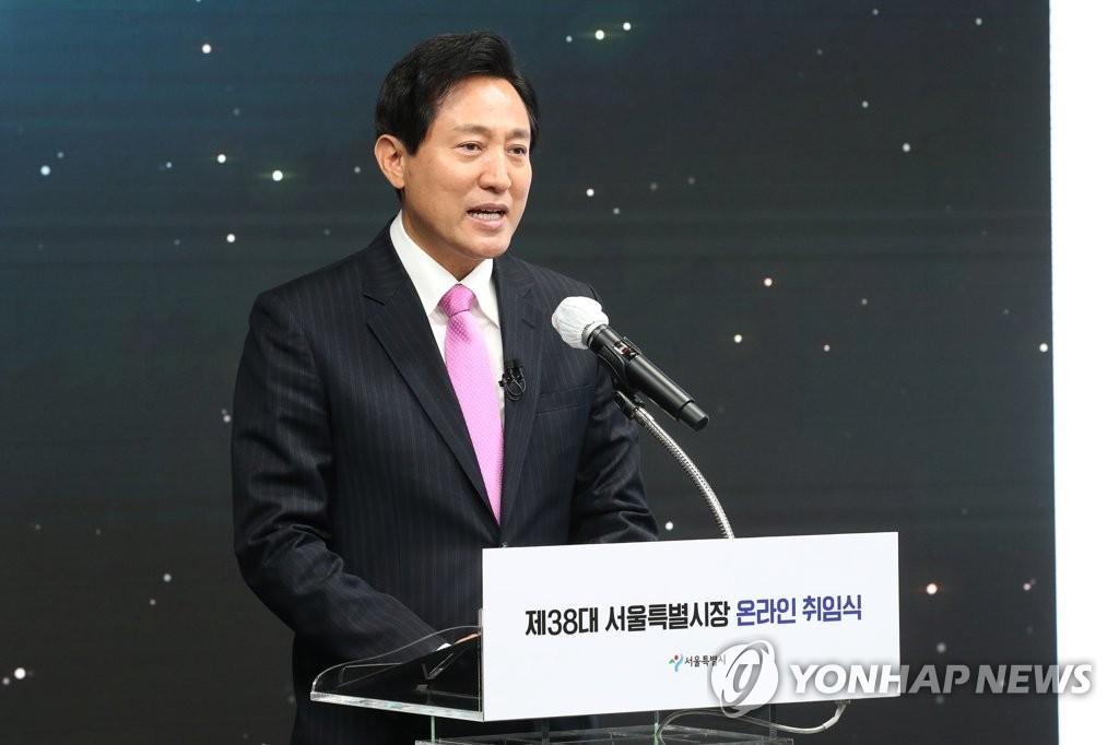 """오세훈 """"광화문광장 완성도 높여 공사 계속…월대 복원""""(종합)"""