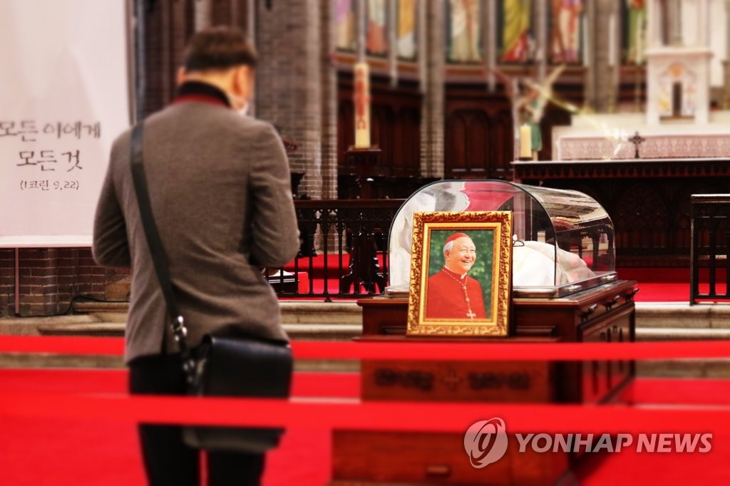 """""""큰 사랑 가슴 적실 것""""…정진석 추기경 빈소 정계 잇달아 조문(종합)"""