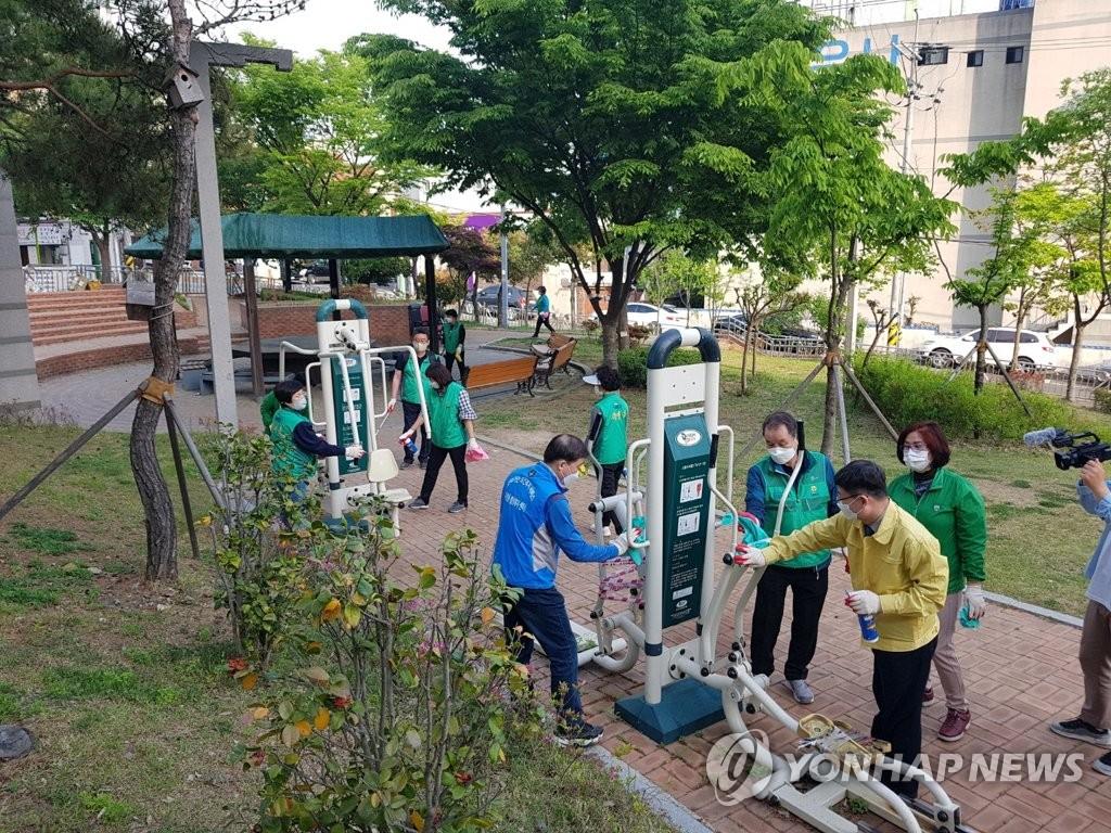시민이 스스로 방역하는 '울산 클린 버스정류장' 운영