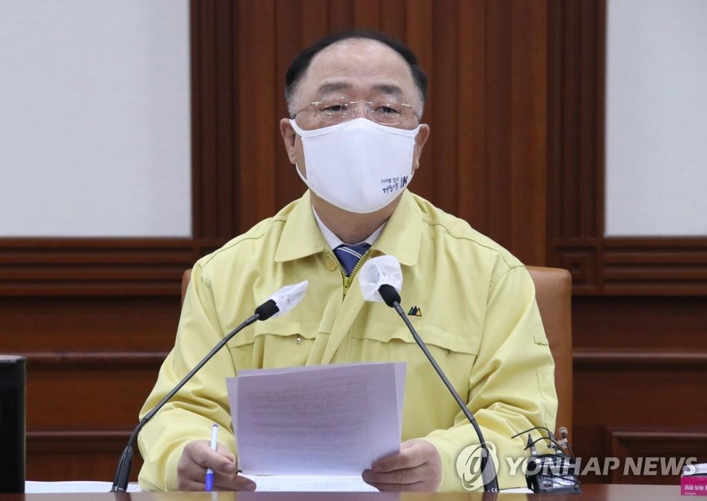 """[2보] 홍남기 """"현재 방역단계와 5인모임 금지 3주 연장"""""""