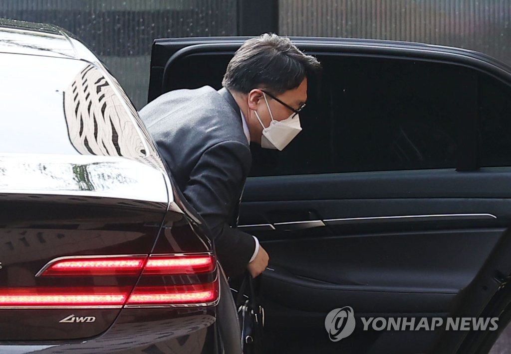 """김진욱, 취임 100일에 침묵…직원에는 """"사명 잊지 말자"""""""