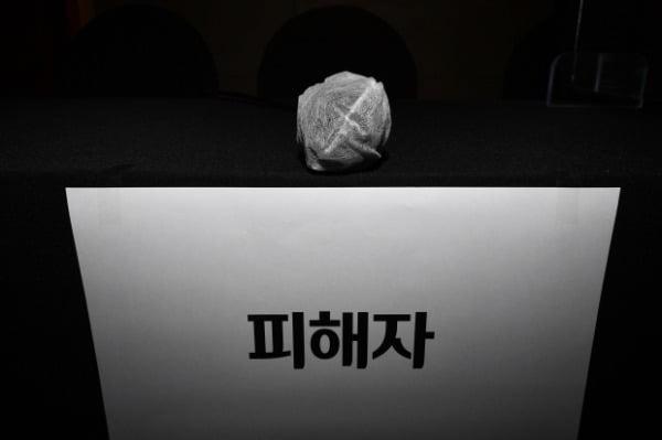 지난달 17일 서울 중구 명동의 한 호텔에서 열린 '서울시장 위력 성폭력 사건 피해자와 함께 말하기' 기자회견에 고 박원순 성폭력 사건 피해자의 자리가 마련돼 있다.  /사진=연합뉴스