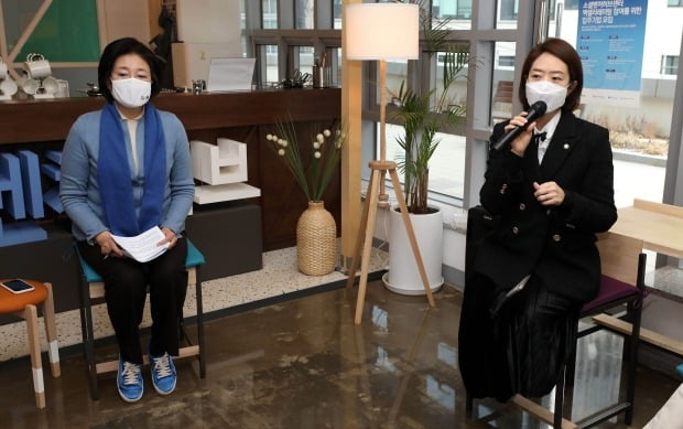 더불어민주당 고민정 의원이 박영선 서울시장 후보 캠프의 대변인직에서 사퇴했다. 사진=연합뉴스