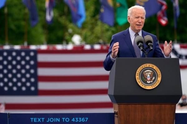 지난달 29일(현지시간) 조 바이든 미국 대통령이 취임 후 100일을 맞아 조지아주 덜루스의 인피니트 에너지 센터에서 열린 민주당전국위원회(DNC) 행사에서 연설하고 있다. /사진=연합뉴스