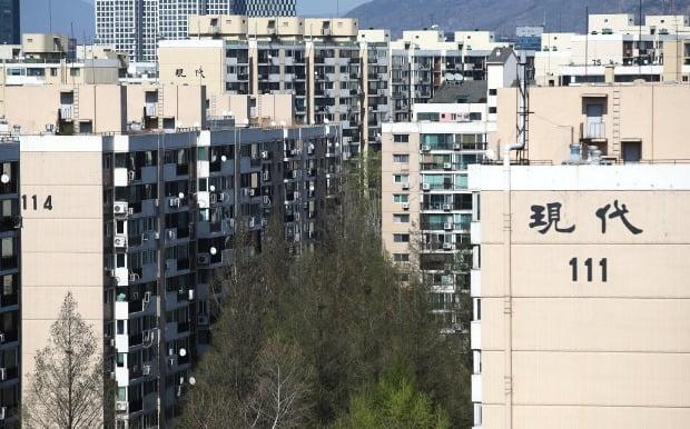 재건축을 추진하고 있는 서울 강남구 압구정동 현대아파트. /뉴스1