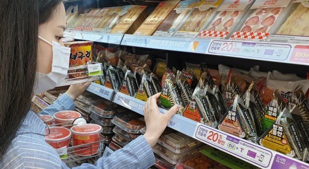 든든한 한 끼! CU 삼각김밥의 화려한 부활 매출 40% 급증